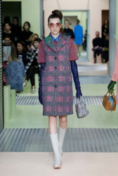 Prada Fall 2015 Ready-to-Wear Elegant Gloves, Best Fashion Designers, Cool Style, Ready To Wear, Fashion Show, Autumn Fashion, Women Wear, Gucci, Couture