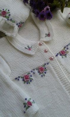"""""""Mail - mozinha etche - Outlook \""""Hand embroidery takes this simple knit cardigan from plain vanilla to spectacular."""", """"Hand embroidery makes such Knitting For Kids, Baby Knitting Patterns, Knitting Designs, Baby Patterns, Free Knitting, Cardigan Bebe, Baby Cardigan, Crochet Cardigan, Knit Crochet"""