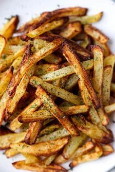 The Best Air Fryer French Fries - Pickled Plum Food And Drinks- The Best Air Fryer French Fries – A healthy air fryer fries recipe (vegan) that makes a perfect easy homemade meal for those looking to loose weight – but not flavor! Air Fryer Recipes Snacks, Air Fryer Recipes Vegetarian, Air Fryer Recipes Breakfast, Air Frier Recipes, Air Fryer Dinner Recipes, Air Fryer Recipes Potatoes, Air Fryer Recipes Vegetables, Vegetarian Cooking, Easy Cooking