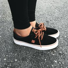 Skate board clothing this is one way to put on the tendancy. Sock Shoes, Vans Shoes, Cute Shoes, Adidas Shoes, Me Too Shoes, Dc Tenis, Moda Skate, Ella Shoes, Sneakers Fashion