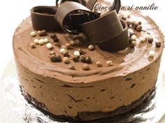Black is back. Mousse, Sweet Recipes, Cake Recipes, Snickers Cheesecake, Jacque Pepin, Food Cakes, Something Sweet, Cheesecakes, Cake Decorating