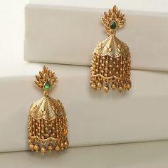 Indian Jewelry Earrings, Gold Bridal Earrings, Jewelry Design Earrings, Gold Earrings Designs, Bridal Jewelry Sets, Jhumka Designs, Gold Designs, India Jewelry, Antique Earrings