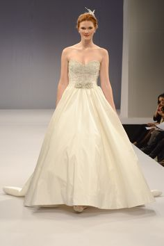 Anne Barge – Bridal Fall 2013    TAGS:Embroidered, Floor-length, Strapless, Train, Cream, Anne Barge, Silk, Tulle, Classic, Elegant, Princess