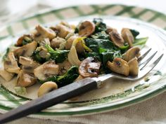 Enjoy this delicious Phase 2 recipe that is perfect for both breakfast and snack! This Spinach and Mushroom Scramble is also adaptable for vegans too!
