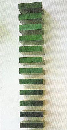 Donald Judd, Zonder titel (Stack), 1967, lak op gegalvaniseerd ijzer, twaalf eenheden, 23 x 10 x 79 cm (elk onderdeel), Museum of Modern Art, New York, USA