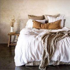 38 Ideas For Bedroom Interior Design Cosy Spaces Earthy Bedroom, Linen Bedroom, Home Bedroom, Bedroom Furniture, Bedroom Decor, Linen Bedding, Linen Sheets, Antique Furniture, Summer Bedroom