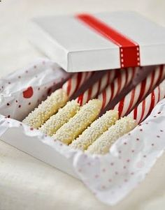 THE MOTHER OF ALL PINS! 186 Homemade Christmas Gift Ideas! This is going to come in handy! @ DIY Home Ideas