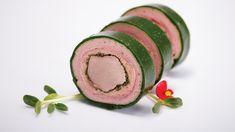 Rulada de porc in mantie de verdeturi Creative Food, Finger Foods, Carne, Watermelon, Food And Drink, Fruit, Hipster Stuff, Pork, Ham
