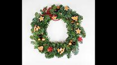 Stroik świąteczny z żywej jodły DIY. Jak zrobić stroik świąteczny? Wiane... Christmas Crafts For Kids, Christmas Wreaths, Christmas Decorations, Christmas Ornaments, Holiday Decor, Home Decor, Decoration Home, Room Decor, Christmas Jewelry