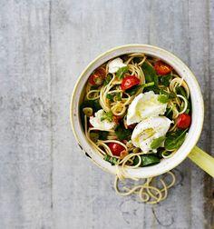 Mozzarella-tuorepinaattispagetti | Soppa365