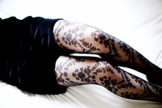 LOVE these stockings the pattern is awesome available at this website http://www.mod-de-dim.fr/
