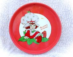 An absolutely awesome original strawberry shortcake large round serving tray by Cheinco/American Greeting! In good vintage condition with some scuffs/marks present as well as some sticker residue on front and back - may come off with a good scrub! Please see the many pictures for a thorough representation! :)  I have TONS more cute vintage items for sale in my shop!  I ship WORLDWIDE from a clean, pet & smoke-free home! Please note that shipping times will be slower OUTSIDE of the US…
