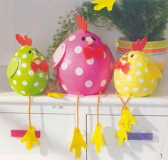 Easter Crafts Designs and Ideas Family Holiday- paper mache over balloons?Looking for Easter decorations or Easter craft ideas? Find some nice and interesting Easter Decorations crafts, and Easter bunny decoration ideas hereEaster-just the picture--- Spring Crafts, Holiday Crafts, Diy And Crafts, Paper Crafts, Paper Mache Crafts For Kids, Owl Crafts, Bunny Crafts, Creative Crafts, Chicken Crafts