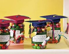 Mason jar filled with money or gift cards topped with caps/tass. Pre K Graduation, Preschool Graduation, Graduation Cards, Graduation Party Centerpieces, Graduation Decorations, Party Favors, Ideas Para Fiestas, Grad Parties, Graduation Gifts