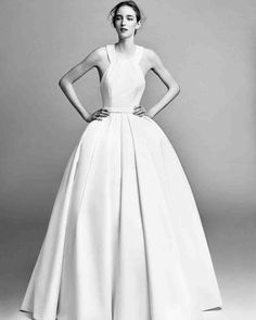 Presenting Viktor&Rolf Mariage Fall/Winter 2017 collection. The first bridalwear collection in partnership with Justin Alexander, a global name in wedding dress design. Viktor&Rolf Mariage represents Viktor&Rolf's artistic interpretation of bridalwear,. Fall Wedding Dresses, Wedding Gowns, Bridal Gown, Bridal Looks, Bridal Style, Bridal Collection, Dress Collection, Viktor & Rolf, News Fashion