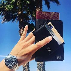 Vacay is always a good idea 🌴 @fiddesvenssonn shows us his black passport and card holder in Spain ✈️ Get ready for vacation at www.deriwe.com 📲 #deriwe