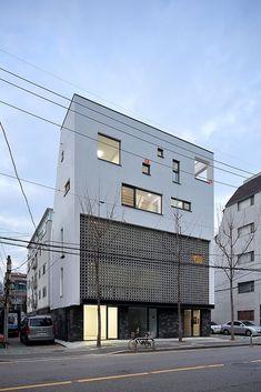 architecture minimaliste less is Villa Design, Facade Design, Exterior Design, Facade Architecture, Contemporary Architecture, Landscape Architecture, Arch Building, Building A House, Small Villa
