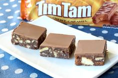 dessert recipes chocolate, fat free desserts recipes, unique dessert recipes - This easy Tim Tam No Bake Chocolate Hedgehog Slice is made from just a handful of ingredients and takes just 20 minutes to prepare. Unique Desserts, Sweet Desserts, Just Desserts, Sweet Recipes, Dessert Recipes, Bar Recipes, Yummy Recipes, No Bake Treats, Yummy Treats