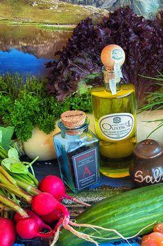 Zutatan für einen perfekten Sommer - Gartensalat. #lucinacucina, #radieschen, #rettich, #zutaten, #gemüse ,#salat, sommersalat, #food, #foodpotography #olivenöl, kräuter, #summersalad #colourfulfood #eathealthy #fitnessfood #bio Clean Recipes, Keep It Cleaner, Summer Recipes, Health Fitness, Yummy Food, Vegan, Healthy, Appetizers, Rainbow