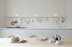 Exposição na cozinha.  Fotografia: http://indoorsoutdoors.tumblr.com.