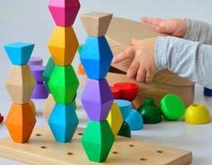 Minitremu: la joacă cu Brâncuși și Dan Perjovschi