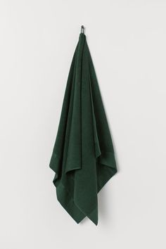 Cotton Terry Bath Towel - Dark green - Home All Find Furniture, Home Decor Furniture, Guest Towels, Hand Towels, Green Bathroom Accessories, Gift Card Shop, H&m Home, Green Fashion, Montenegro