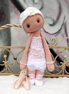 ❤️Lalylala: Ballerina❤️NOTE: I would use Flesh Color Yarn, Put her in Tut tut and use the same for strapes Crochet Crafts, Crochet Toys, Crochet Projects, Crochet Dolls Free Patterns, Crochet Doll Pattern, Doll Toys, Baby Dolls, Crochet Fairy, Crochet Dollies