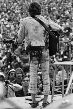 Musician John Sebastian performs at Woodstock in 1969 Woodstock Hippies, Woodstock Music, Woodstock Festival, 1969 Woodstock, Woodstock Concert, Woodstock Photos, Woodstock Performers, Beatles, John Sebastian