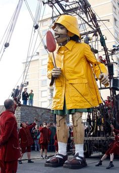 Royal de Luxe. Love this. If you never seen this you got to get on You tube and look this up. Some ppl hate it but I think it's neat!