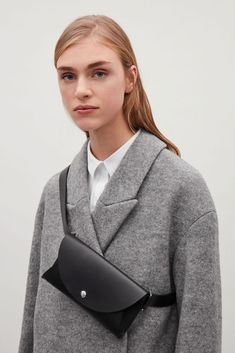 A functional design, this pocket bag is made from leather with raw cut edges. A simple style constructed with a detachable belt, it is secured with a classic buckle with a shiny metal finish. Cos Fashion, Leather Fashion, Leather Fanny Pack, Leather Bag, Cos Bags, Shirt Bluse, Leather Accessories, Luxury Bags, Leather Craft