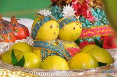 bride and groom decorated in orange fruit marriage engagement wedding fruit theme wedding Thali Decoration Ideas, Fruit Decorations, Diwali Decorations, Festival Decorations, Basket Decoration, Desi Wedding Decor, Indian Wedding Decorations, Wedding Crafts, Wedding Ideas