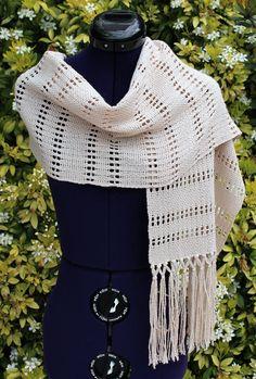 Écharpe, étole tissée main en coton, écharpe tour de cou avec points ajourés et franges coloris naturel / écru https://www.alittlemarket.com/boutique/chaliere-2339933.html
