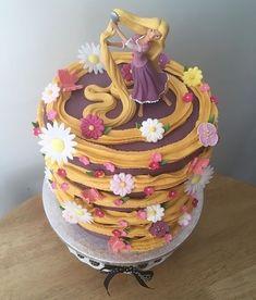 Pretty Cakes, Cute Cakes, Beautiful Cakes, Amazing Cakes, Rapunzel Torte, Bolo Rapunzel, Rapunzel Cake Ideas, Tangled Rapunzel, Disney Tangled