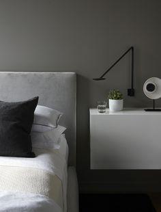 Diseño ASH - AD España, © Christian Harder Small Space Living, Small Spaces, Estilo Interior, Tadelakt, Home Hacks, Home Decor Bedroom, Scandinavian Design, Floating Nightstand, Home Remodeling