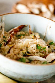 Serves 2  -  40 min  This one I love to make when it's rainy outside. Netflix and a creamy bowl of risotto. It's such an easy recipe, but the perfect combination of lemon chicken and parmesan cheese never lets me down. Lemon Chicken, Roasted Chicken, Lemon Risotto Recipes, How To Make Risotto, Food Now, Roasting Pan, Parmesan, Netflix, Easy Meals
