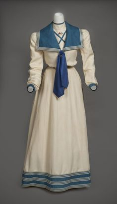 Linen yachting ensemble embroidered with the insignia of the New York Yacht Club, Mrs. John Nicholas Brown (née Natalie Bayard Dresser) included this outfit in her honeymoon trousseau. Preservation Society of Newport County. 1890s Fashion, Edwardian Fashion, Vintage Fashion, Steampunk Fashion, Gothic Fashion, Look Vintage, Vintage Mode, Vintage Outfits, Vintage Dresses