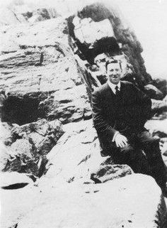 Lovecraft amid rocks on a Massachusetts beach.