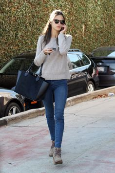 Alessandra Ambrosio - sweater, denim and tote bag for a daily outfit