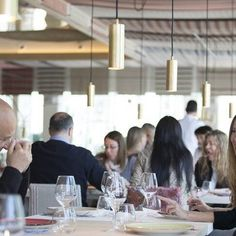 En @mana75barcelona apuestan por los momentos únicos. En Turull Soronsen los diseñan y en Dajor los fabricamos. #lighting #restaurant #bcn