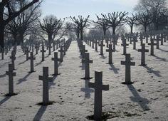 Cimetière américain de Suresnes, sur le Mont Valérien près de Paris.  Le terrain a été concédé à perpétuité aux États-Unis en 1919.