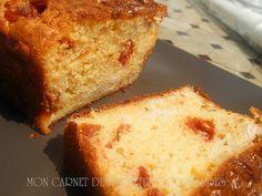 CAKE SALE AUX POIVRONS,TOMATES CONFITES ET JAMBON