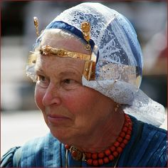 vrouw in Wieringer klederdracht - woman in traditional Wieringen headwear    Wieringen is a Dutch former island, now connected to the mainland of North-JHolland.  Everything genuine gold and lace, this must be a lady of a rich family.