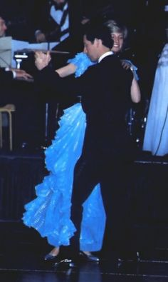 March Prince Charles & Princess Diana dancing at the Sydney Charity Ball at the Wentworth Hotel in Sydney during their Royal Tour of Australia. Prince Charles Et Diana, Prince William And Kate, Prince Of Wales, Princess Diana Family, Royal Princess, Prince And Princess, Prince Harry, Lady Diana Spencer, Princesa Diana