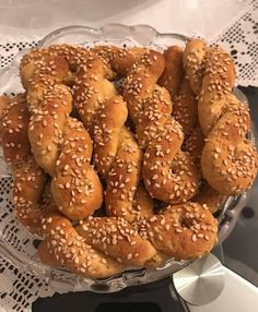 Dukan's Girls Κουλουράκια μαλακά Dukan Diet, Pretzel Bites, Low Carb, Sweets, Bread, Cookies, Desserts, Greek Recipes, Food