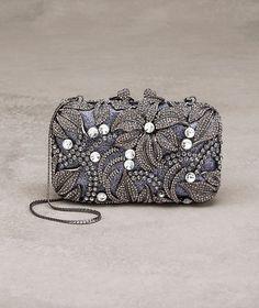 Pronovias presents the Margarita evening bag Beaded Purses, Beaded Bags, Bridal Accessories, Bag Accessories, Couture Purses, Handbag Tutorial, Messenger Bag Backpack, Head Jewelry, Margarita