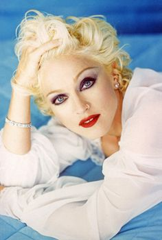 "For the ""Bedtime Stories"" era in Madonna procured a Jean Harlow inspired look in photos like this one by Patrick Demarchelier. I played this album to death. Madonna Music, Madonna Mode, Lady Madonna, Patrick Demarchelier, Guy Ritchie, Divas, Madona, Madonna Fashion, La Madone"