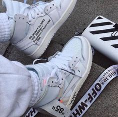 Sneakers Fashion, Fashion Shoes, Women's Sneakers, White Sneakers, Fashion Outfits, Jordan Sneakers, Nike Fashion, Off White Trainers, Hypebeast Sneakers