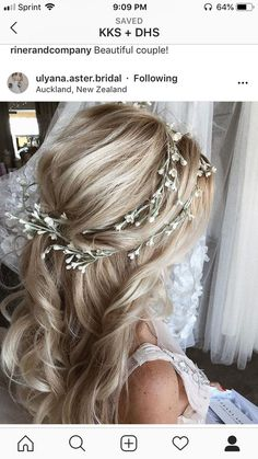 Newest Absolutely Free Bridesmaid Hair accessories Tips Attendant hair styles can be complicated seeing that all of your females should have several design Wedding Hair Down, Wedding Hair And Makeup, Wedding Hair Accessories, Hair Makeup, Floral Wedding Hair, Floral Hair, Trendy Wedding, Bride Hairstyles, Down Hairstyles