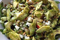Hej alle sammen, Cille her… Forleden lavede jeg denne lækre (og ret grønne) sommersalat, som er rig på protein og sunde fedtstoffer, som smører ens hud og led indefra – og så smager den hammer godt. Salaten er lavet på en bund af rucolasalat og grønne linser. Jeg bruger grønne linser, fordi de har en...