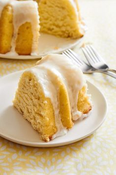 This go round I made a lemon lavender bundt cake and let me tell you, lemon and lavender pair very well-like Don Draper and a freshly made old fashioned. Small Desserts, Just Desserts, Delicious Desserts, Lavender Cake, Lavender Fields, Sweet Recipes, Cake Recipes, Bunt Cakes, Homemade Cakes